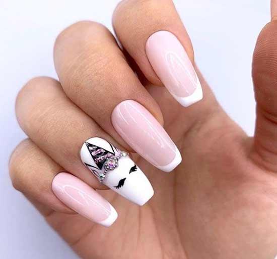 Изображение единорога на ногтях