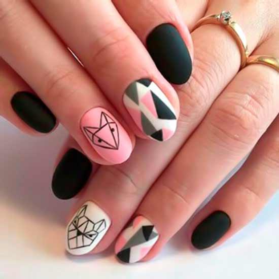 лисичка на розовых ногтях