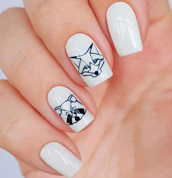 геометрические животные на белых ногтях