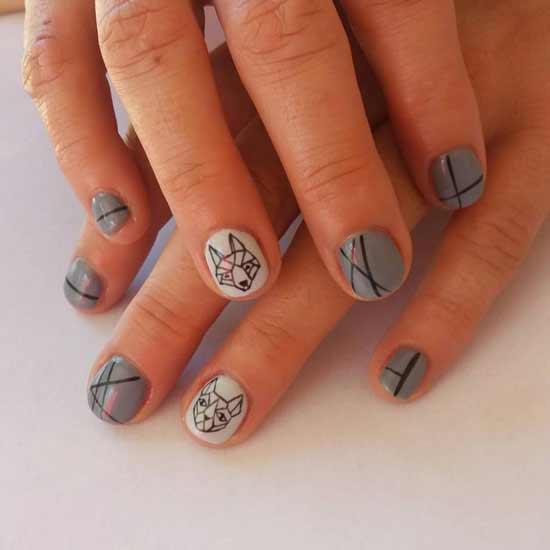 геометрическая лиса на серых ногтях