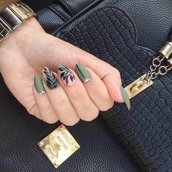 маникюр с хаки на ногтях и узорами