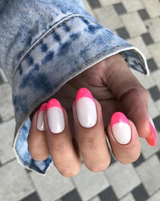 розовый маникюр на ногтях