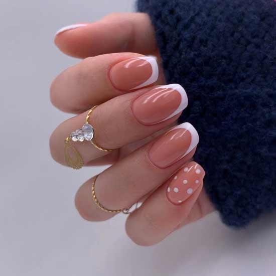 красивый маникюра на ногтях
