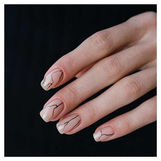 яркий и модный маникюр на ногтях