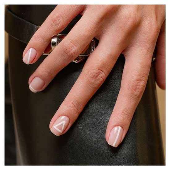 модный бежевый маникюр на ногтях
