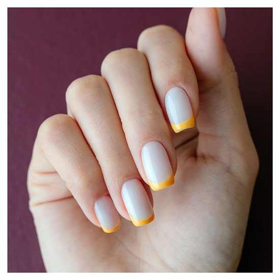 яркий модный френч на ногтях