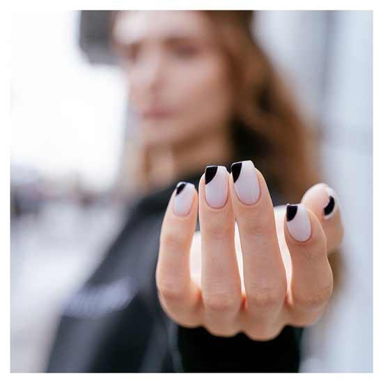 стильный френч на ногтях