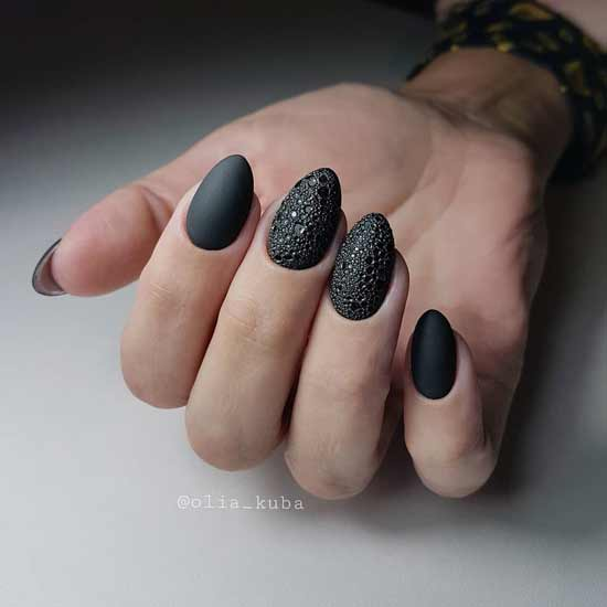 пенный маникюр на ногтях
