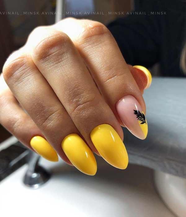Желтый стильный дизайн маникюра