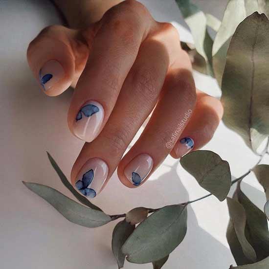 маникюр с голубыми бабочками