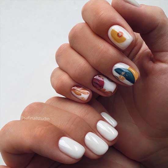 яркий маникюр на ногтях