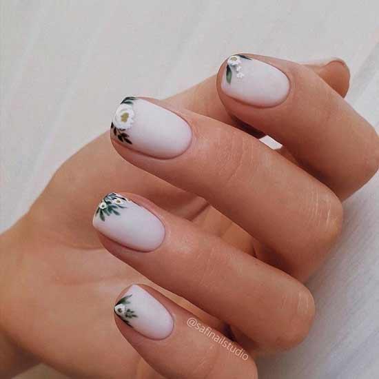 маникюр с цветами на ногтях