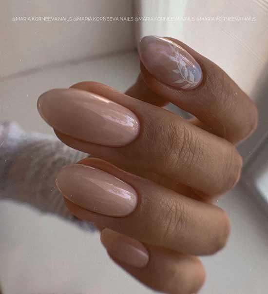 нежный маникюр на ногтях