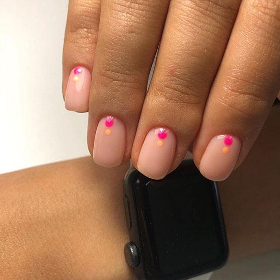 Модный нюдовый маникюр: лучшие идеи трендового дизайна ногтей