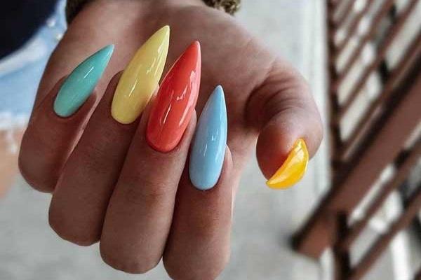 Модный яркий маникюр на длинные ногти