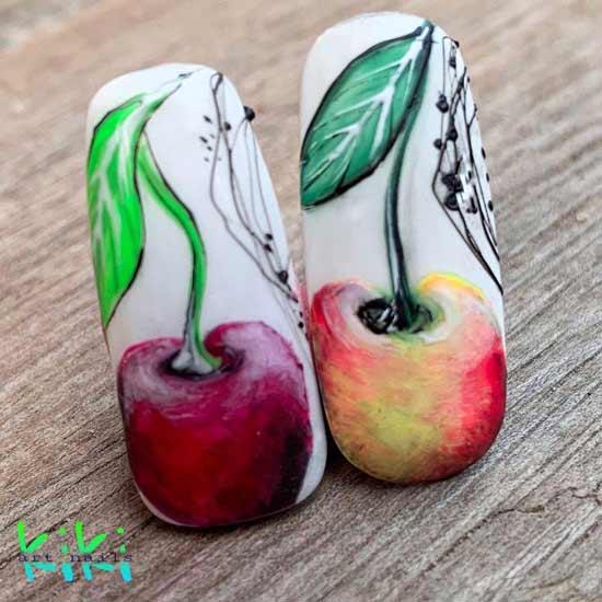 летний маникюр с фруктами