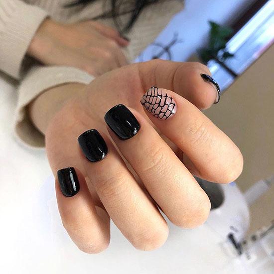 черные короткие ногти с дизайном