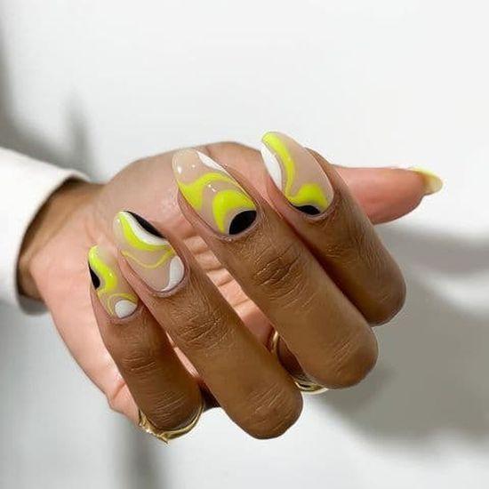 Желтый маникюр 2021: свежие идеи стильного маникюра