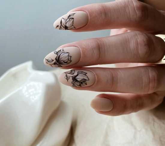 Маникюр с цветами 2021: красивый цветочный дизайн ногтей