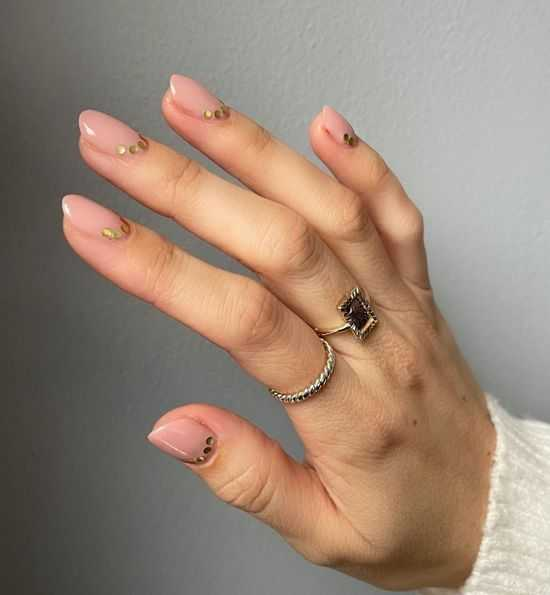 нюдовый дизайн ногтей
