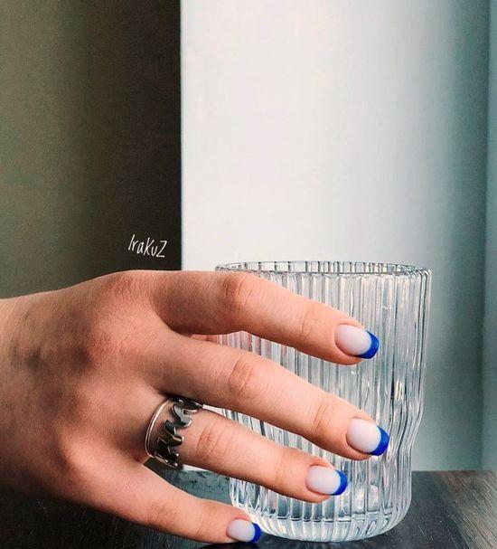 Синий маникюр 2021: 100 фото, дизайн, новинки