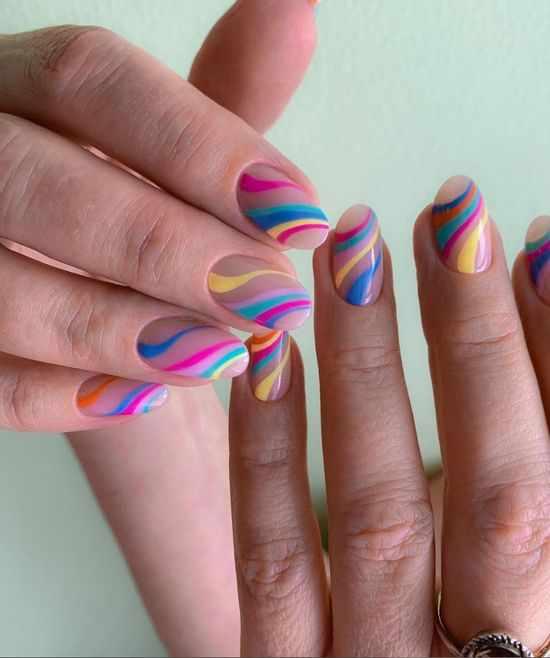 Цветной маникюр 2021: 100 фото, модный и яркий дизайн